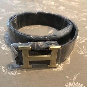 H belt buckle dark brown